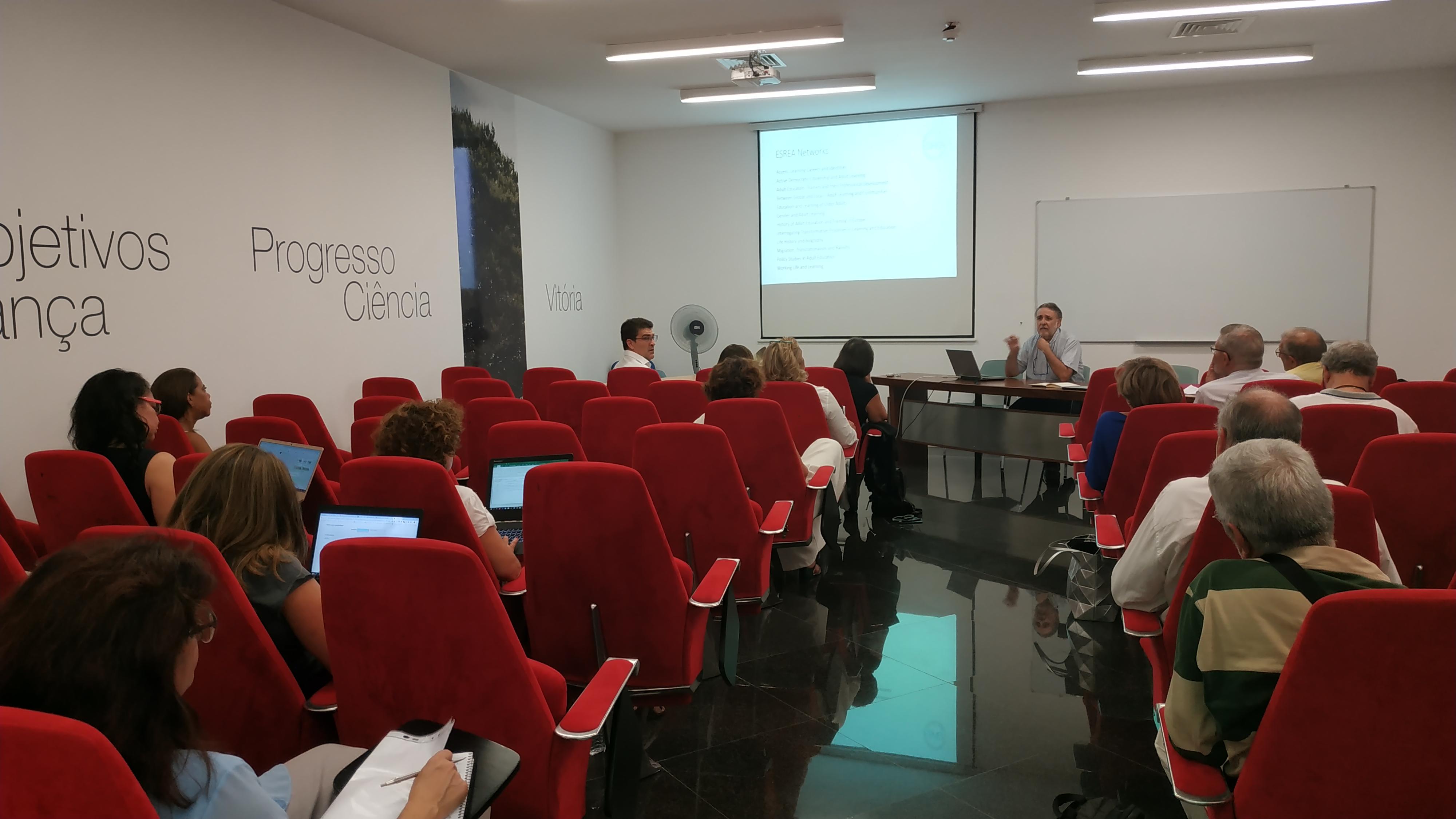 Sessão de debate interno do CeiED – A Educação de Adultos